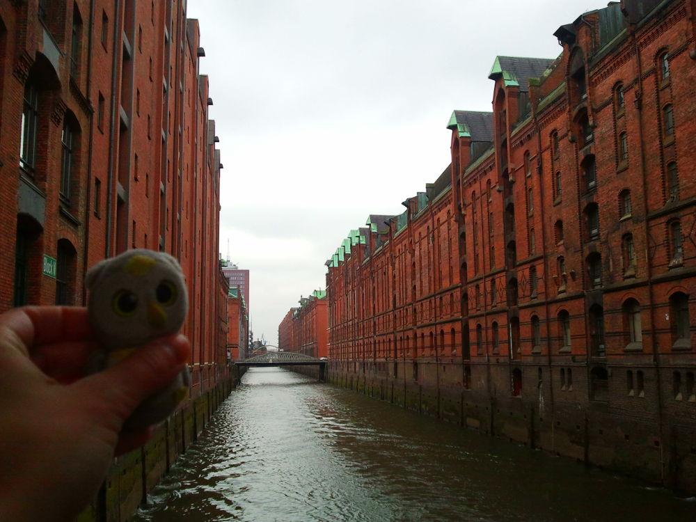 ... mit in der Speicherstadt (Hamburg, Deutschland)...