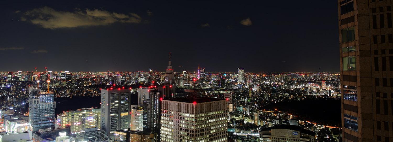 Blick vom Tokyoter Rathaus bei Nacht.