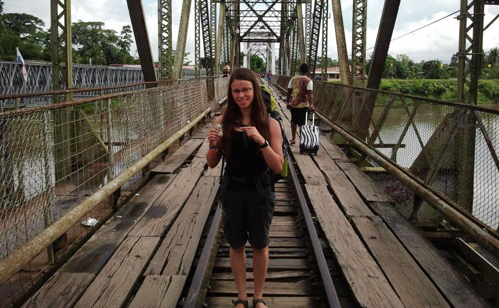 Merlin und ich an der Grenze Costa Rica - Panama mit der verringerten Ausrüstung.