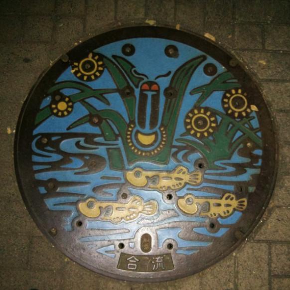 Gullideckel aus einem Park in Tokyo