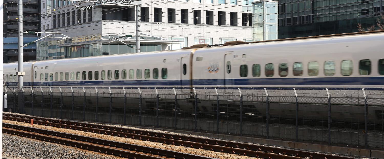 Der Shinkansen fährt bis zu 300km/h und hat im Jahr nur durchschnittlich 37 Sekunden Verspätung.