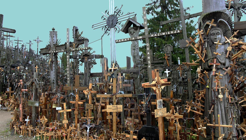Die meisten neuer wirkende Kreuze sind eher klein und stehen relativ weit vorne.