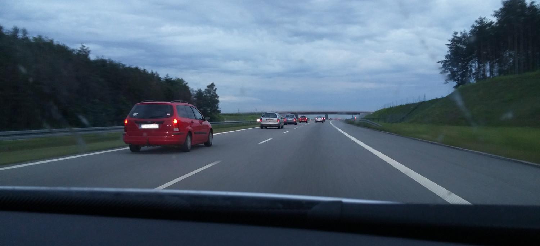 Autobahn in Polen kurz nach riskantem Überholmanöver